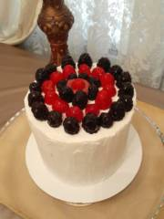 Berries 'N' Curd Layer Cake_image