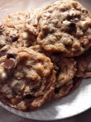 Diva's Kitchen-Sinx Chocolate Chip Cookies_image